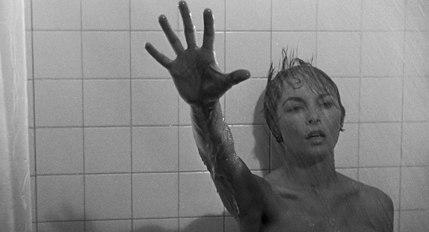 Alfred Hitchcockin ehkä kuuluisin elokuva Psyko on kauhuelokuvan genren mullistanut klassikko työnantajansa rahat varastavasta naisesta, joka majoittuu syrjäiseen motelliin. Marion Cranea näyttelee JanetLeigh.