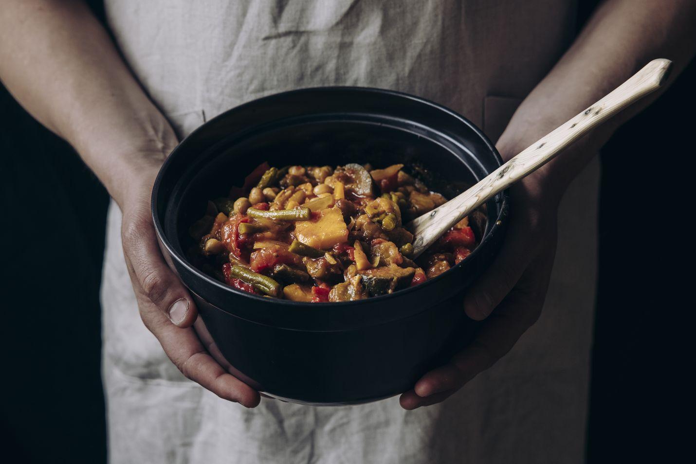 Harissalla maustettuun kasvispataan sopivat monenlaiset vihannekset.