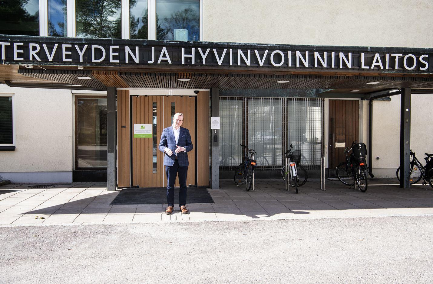Markku Tervahaudan johtama THL on asiantuntijoineen ollut olennainen osa hyvin sujunutta koronaviruksen torjuntaa. Vielä ei ole kuitenkaan aika julistaa epidemiaa päättyneeksi Suomessa koronan yleisvaarallisuusaseman poistolla.