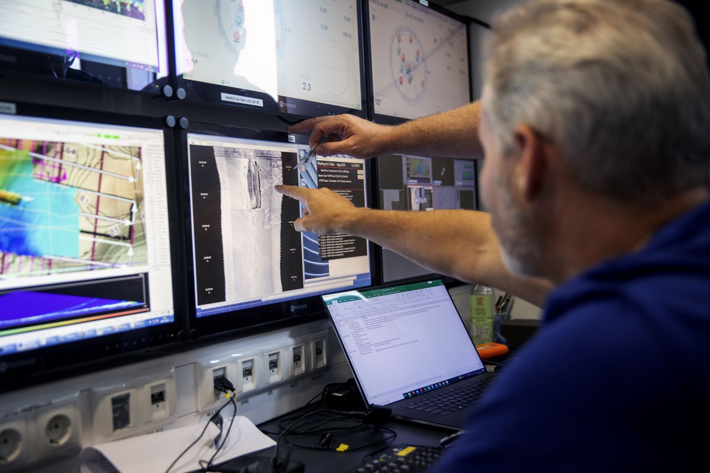 Estonian onnettomuuspaikalta etsitään nyt uutta tietoa niin hylystä kuin merenpohjasta sen lähellä. Kuva on 9. heinäkuuta turmapaikalla olleesta virallisesta tutkimuslaivasta Electra of Askö, jolla tutkijat perehtyivät ensimmäiseen pohjan mittauksia koskevaan kuva-aineistoon.