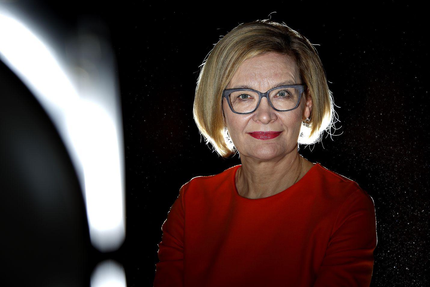 Kokoomuksen kansanedustaja ja moninkertainen ministeri Paula Risikko toimi sisäministerinä 2016-2018. Ajanjaksoon osuvat muun muassa Turun terrori-isku 2017 ja tiedustelulakien valmistelu.