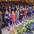 Abiturientit nousivat lakitettavaksi Rauma-salin lavalle. Kuva: Pekka Lehmuskallio