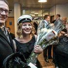 Jyrki ja Liisa Heinimaa onnittelivat ylioppilaslakkinsa saanutta Anna Heinimaata. Kuva: Pekka Lehmuskallio