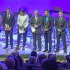 Rauman kaupungin itsenäisyyspäiväjuhlassa palkitut ansioituneet kuntalaiset Rauma-salissa.