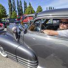 Miika Sivenius kiertää autotapahtumissa joka viikonloppuna heinä- ja elokuussa, kuvassa vuoden -47 Chevrolet Aerosedan. Kuva: Pekka Lehmuskallio