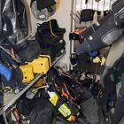 Sukellusvarusteita kuivataan kuivaushuoneessa.