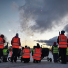 Keskustan alueen päiväkodit kokoontuivat ihailemaan ilotulitusta tiistaiaamuna. Ennen rakettien pauketta lapset lauloivat Suomelle onnittelulaulun hurraa-huutojen ja siniristilippujen heiluttelun saattelemana.
