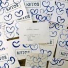 Veteraanit saivat Nummen päiväkodin lapsilta sinivalkoisia kortteja, joihin on painettu sydänkuvioita.