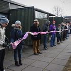 Kaulaliinaa neuloi satakunta opiskelijaa ja opettajaa.