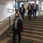Lukon joukkue kunnioitti pudotuspelejä pukeutumalla ennen otteluja pukuihin. Avausfinaalin ratkaissut Lenni Hämäläinen arveli, että hänen pukunsa ei kestä mestaruusjuhlia. Kuva: Joonas Järvenpää