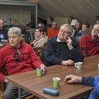Ihmisiä piisasi! Kuva Anna Merosen esityksestä, joka käsitteli merenkulkua ja kahvia. Kuva: Esa Urhonen