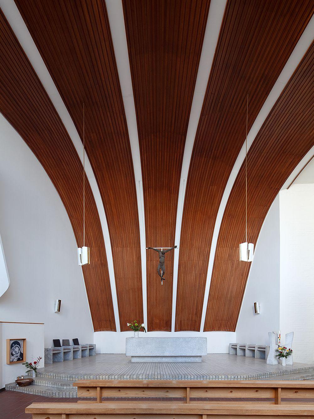 Alvar Aalto Heilig-Geist-Kirche Wolfsburg, sisätilat