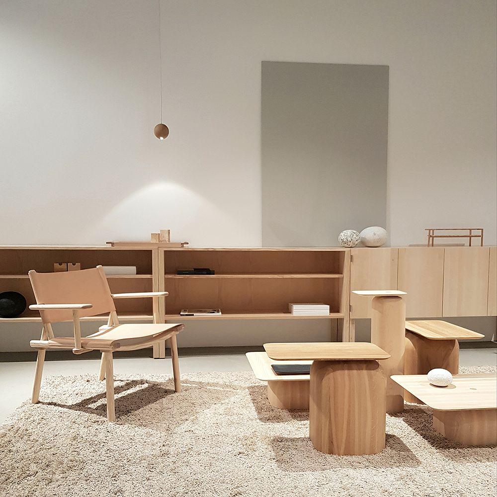 Nikarin December XL -nojatuoli ja April-pöytiä