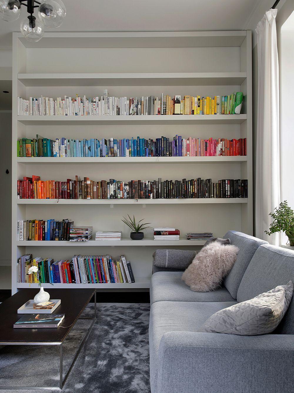 Vierashuoneen kirjahylly