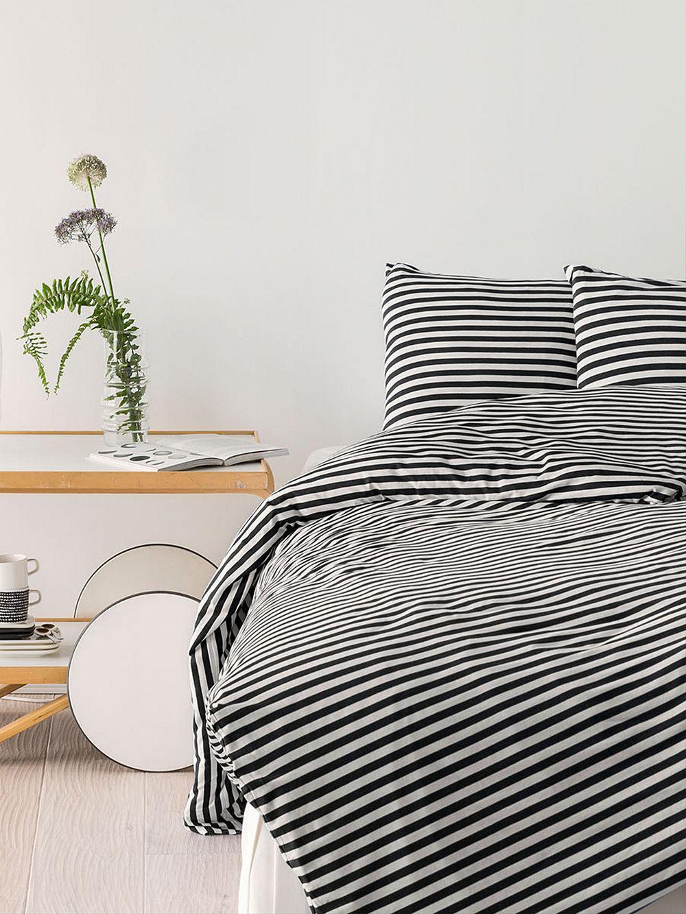 Marimekko Tasaraita pussilakana 150 x 210 cm, musta - valkoinen