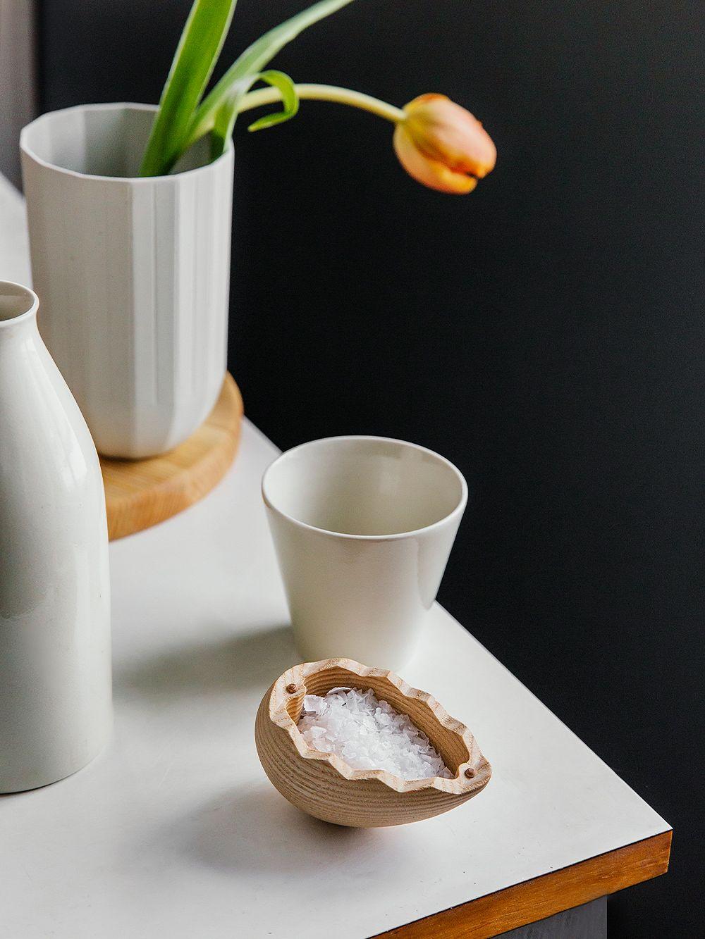 Hayn Paper Porcelain -maljakko ja Spring Copenhagenin The Salt Egg