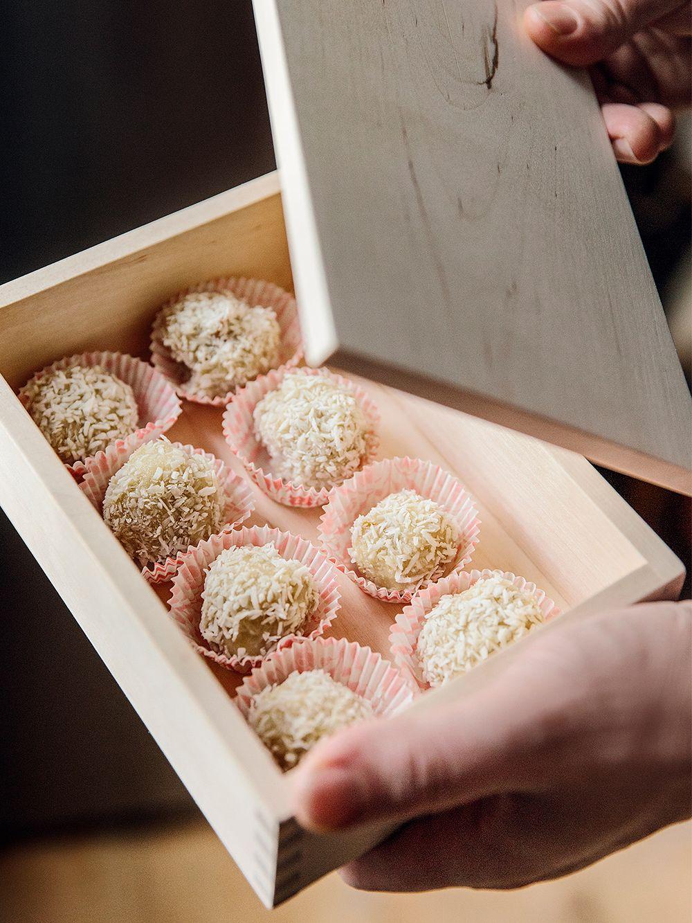Kookos-mangotryffeleitä Verso Designin Pala Box -laatikossa