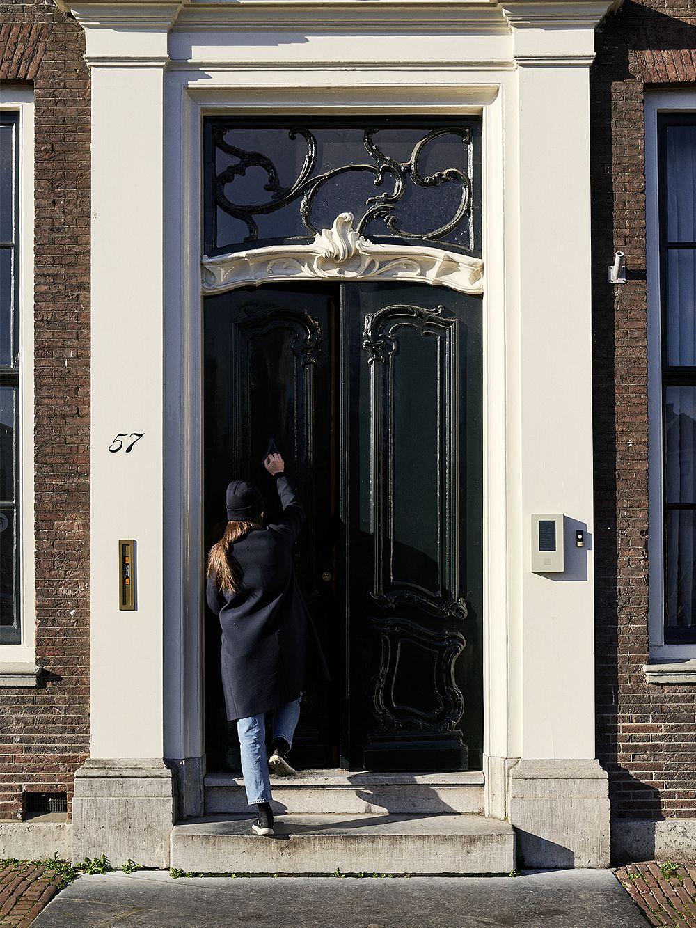Rachel Griffin menossa työhuoneelleen Rotterdamissa.