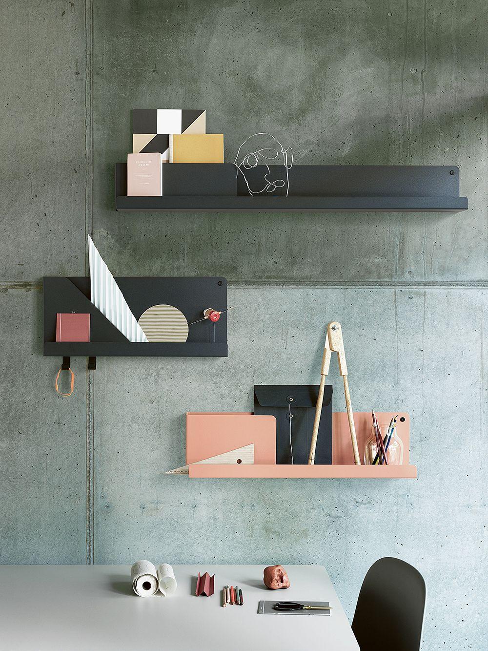 Muuton Folded-hyllyjä eri väreissä seinään kiinnitettynä.