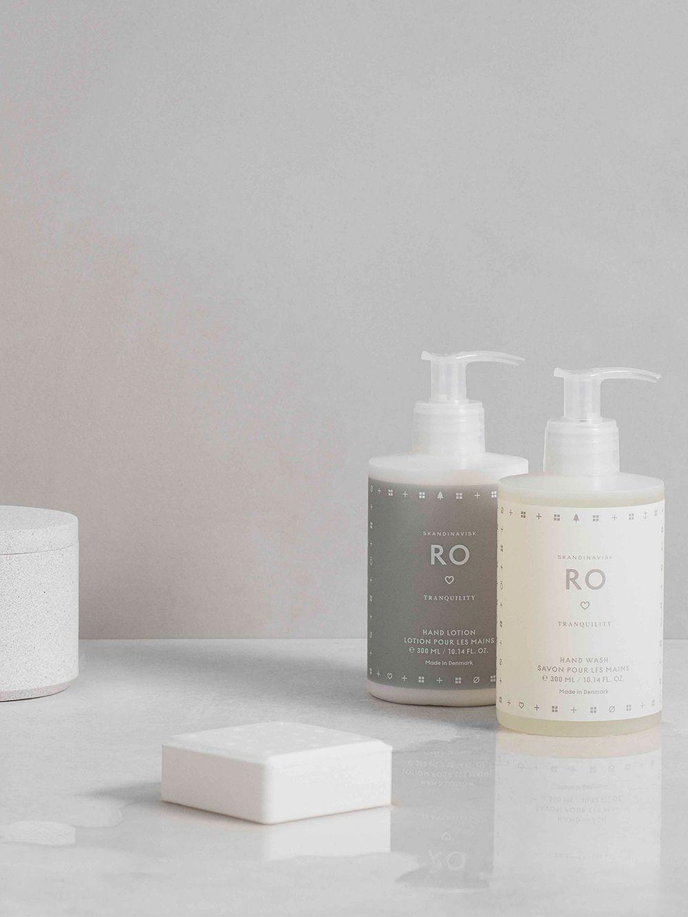 Skandinaviskin Ro-tuotesarjan saippuoita ja voiteita.