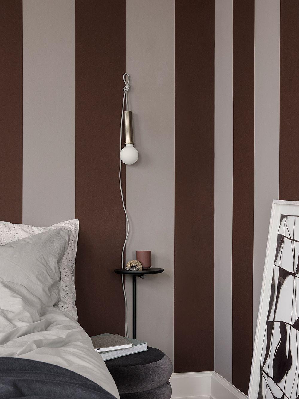 Ferm Livingin Socket Pendant -riippuvalaisin makuuhuoneessa.
