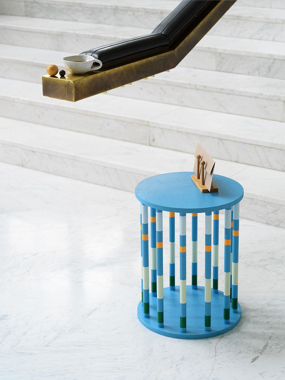 Hanna Anosen Merry-go-round sivupöytä