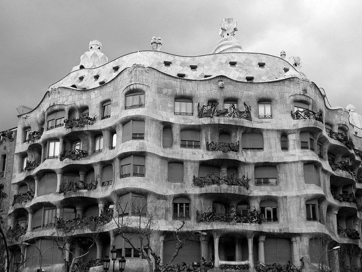 Antoni Gaudi Casa Milà