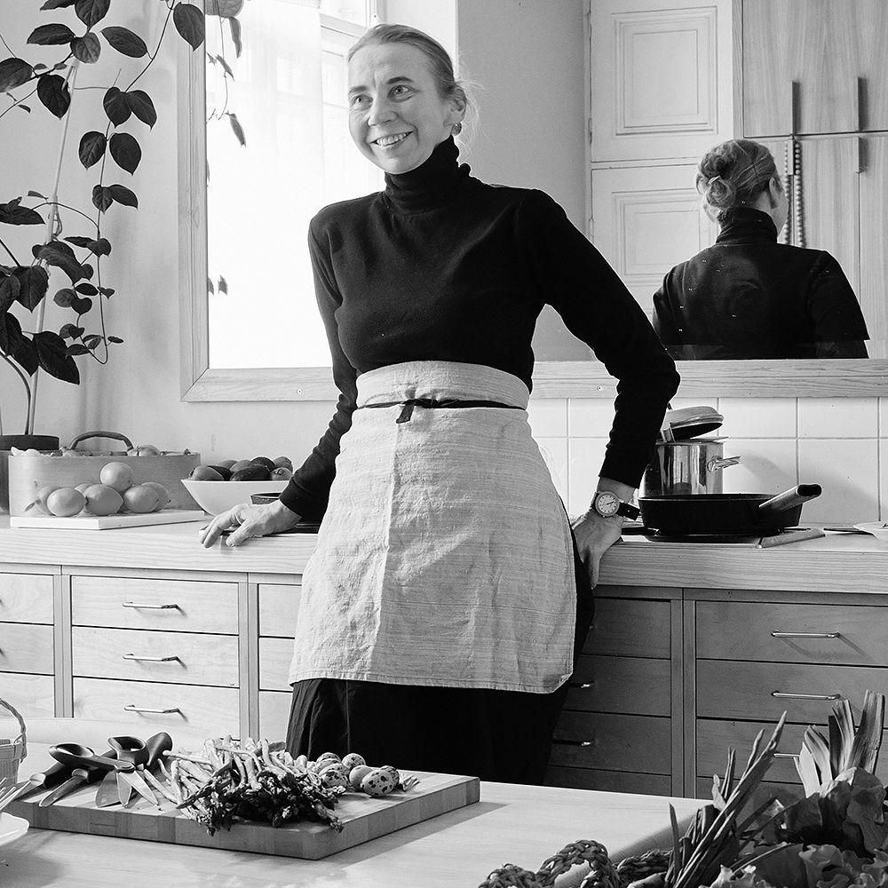 Hanni Koroma keittiössään