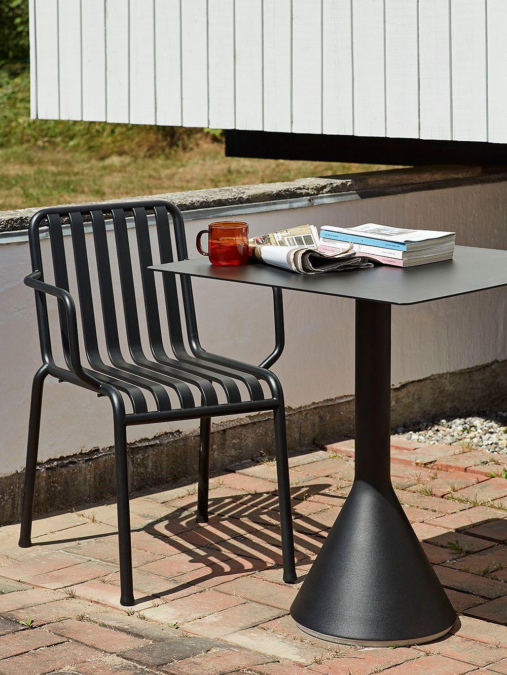 Hayn Palissade-tuoli ja Cone-pöytä