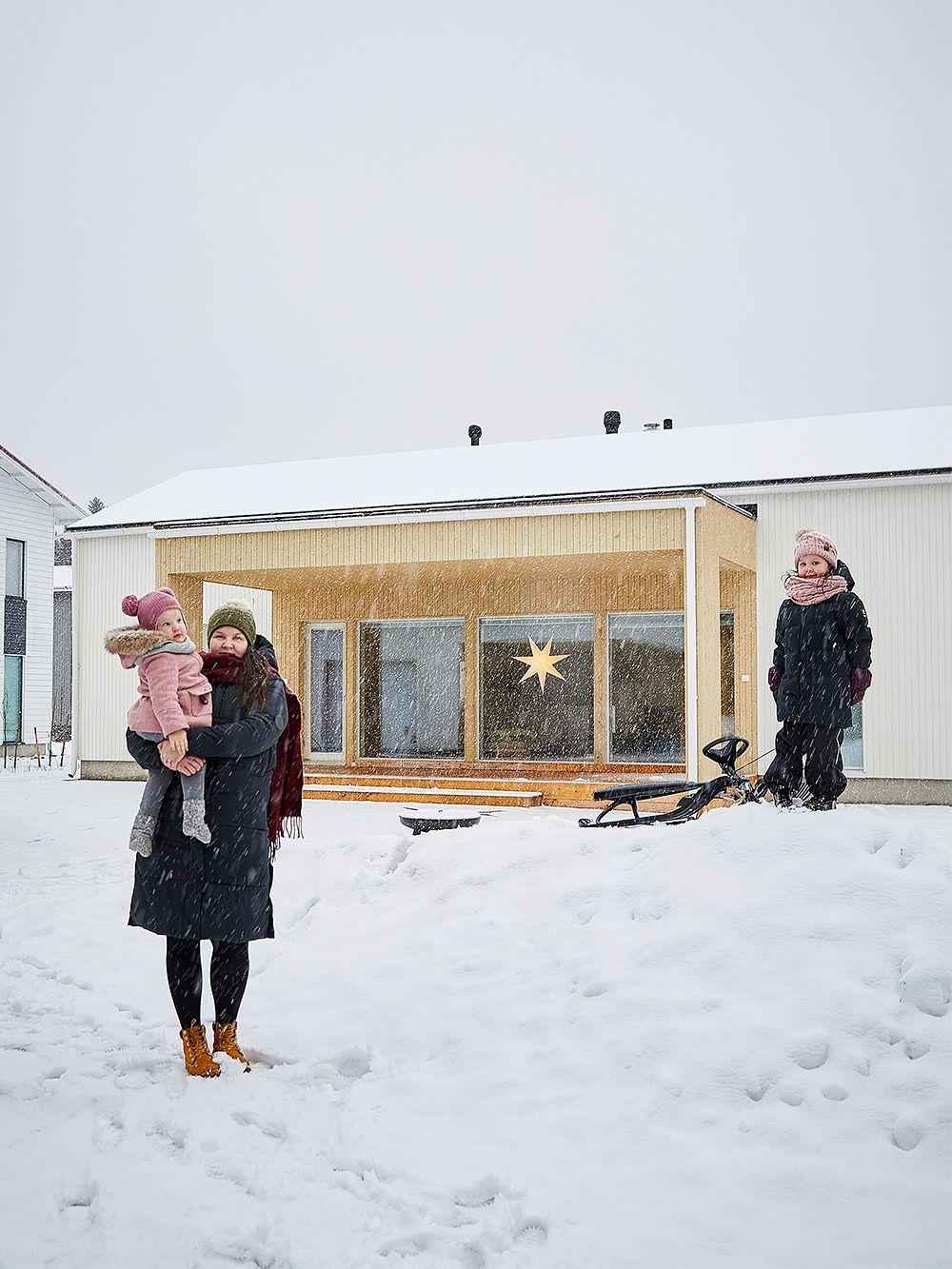 Talvinen kuva omakotitalosta Oulussa