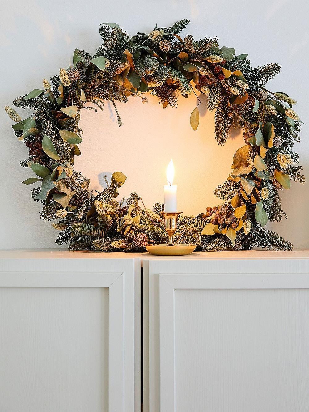 Joulukranssi eukalyptyksesta ja havuista