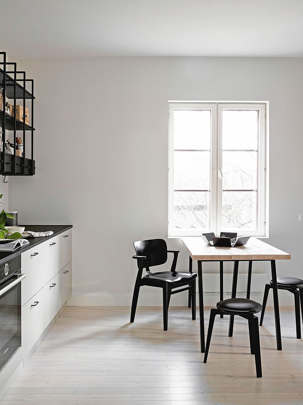 Artekin musta Domus-tuoli