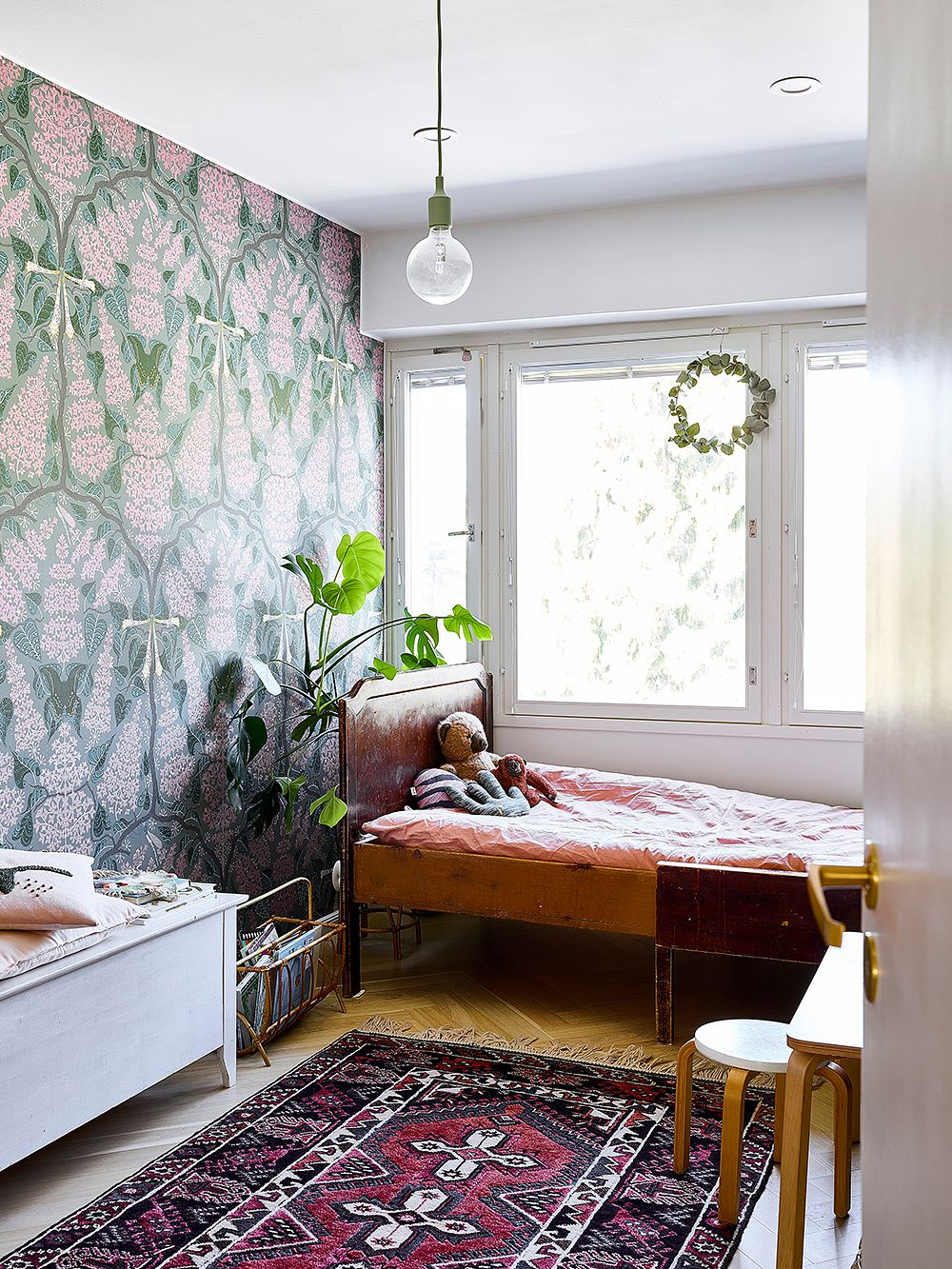 Klaus Haapaniemen Lilac Pink -tapetti