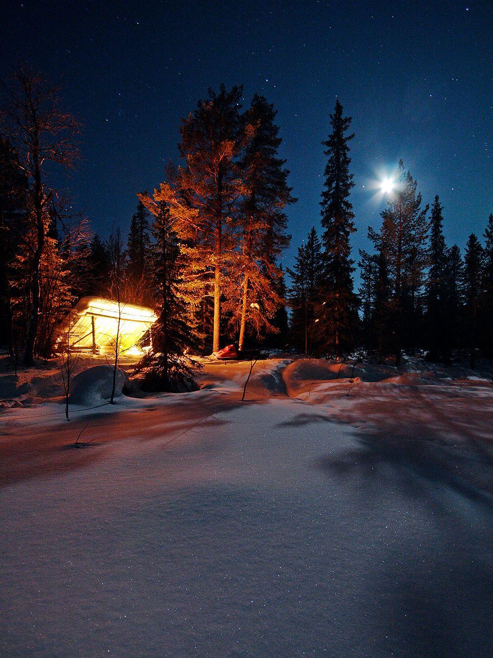 Yö ulkona talvella