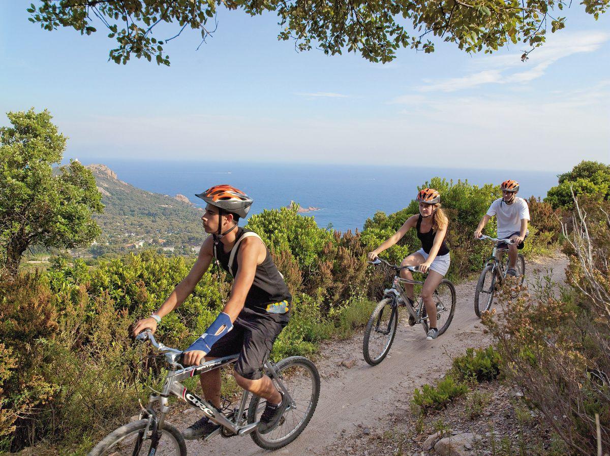Cannes - Massif de l'Esterel - Côte d'Azur - randonnée à bicyclette - la mer en hiver