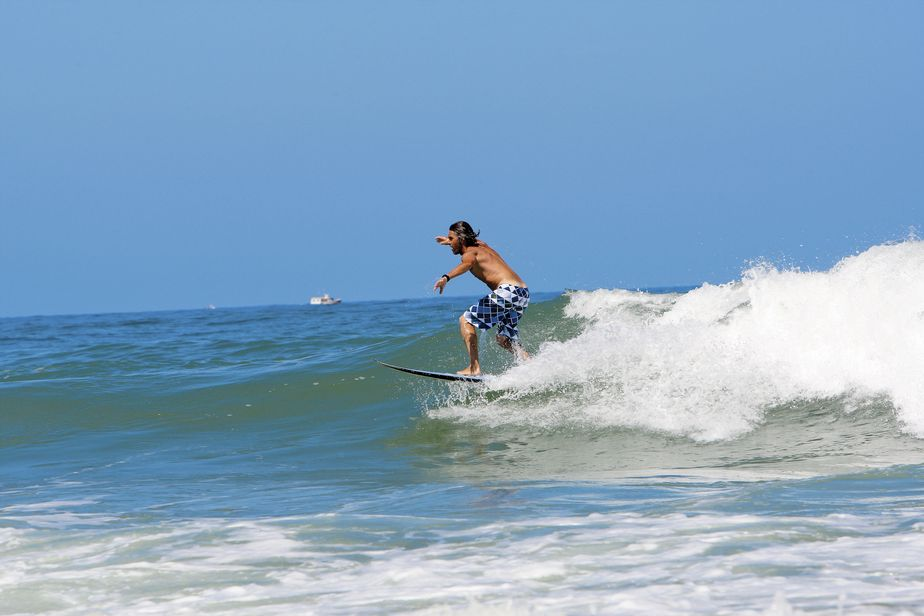 Un surfeur en activité.