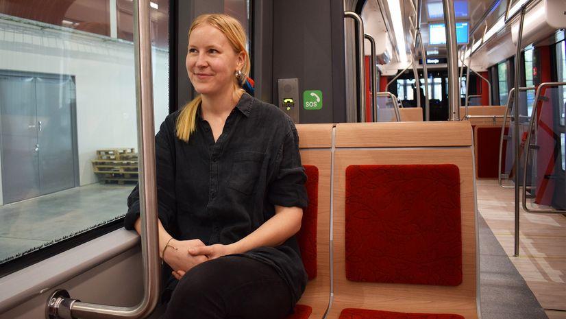Kuosisuunnittelija Laura Gröndahl Tampereen Ratikassa