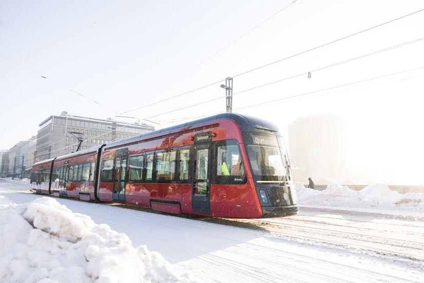 Tampereen Ratikka talvisella Hämeensillalla