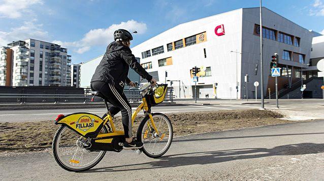 Kaupunkipyörä ja pyöräilijä