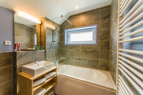 Harmonisch: Das Bad gefällt dank angenehmer Farben und Materialien.
