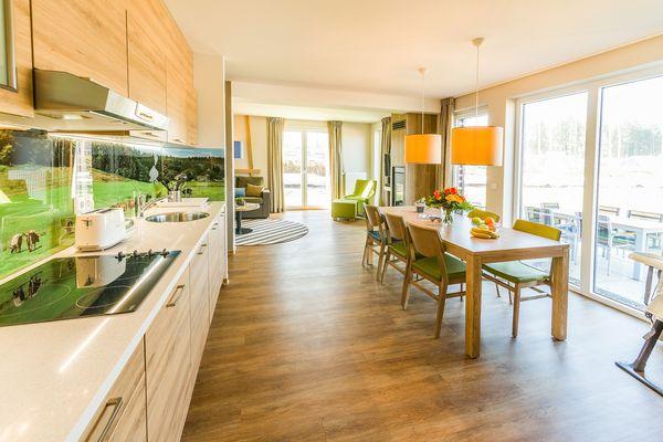 Großzügig: Der Koch- und Essbereich geht ins Wohnzimmer über.
