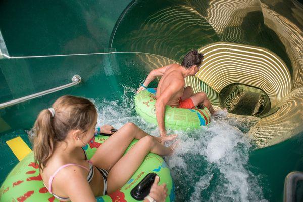 In Center Parcs Park Allgäu erwarten Sie fünf große Wasserrutschen