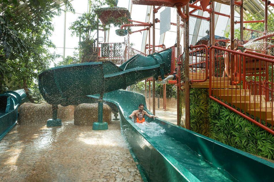 Die Wasserrutschen in der Wasserspielwelt Water Playhouse
