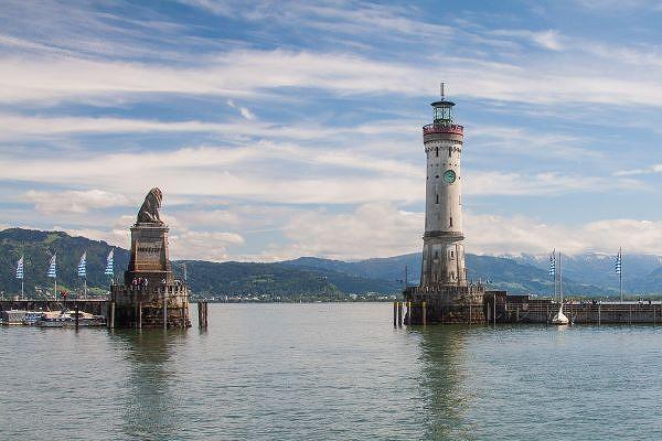 Die Hafeneinfahrt von Lindau im Bodensee