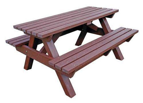 Aus recyceltem Müll hergestellte Picknicktische wie dieser sollen in unseren Parks aufgestellt werden.