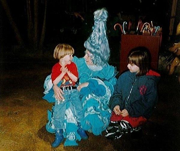 Die damals elfjährige Tanja (rechts) mit ihrer kleinen Schwester und Whoops