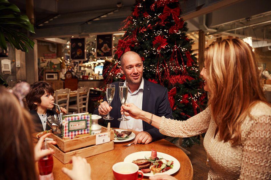 Weihnachtsessen mit der ganzen Familie bei Center Parcs