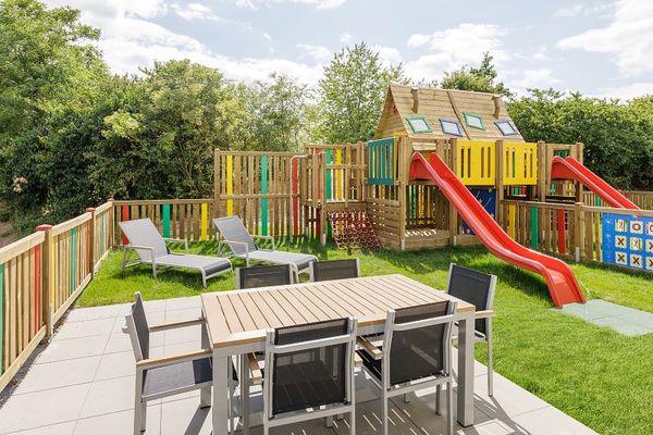 Die neuen Kinderferienhäuser mit eigenem Spielplatz im Garten