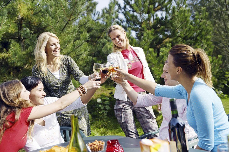 Eine gemeinsame Kasse für Essen und Trinken verhindert Gefeilsche und Diskussionen.