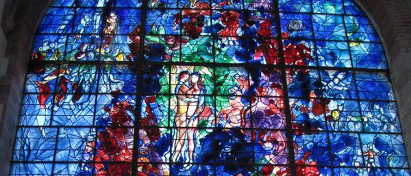 vitrail à la chapelle de Sarreboug